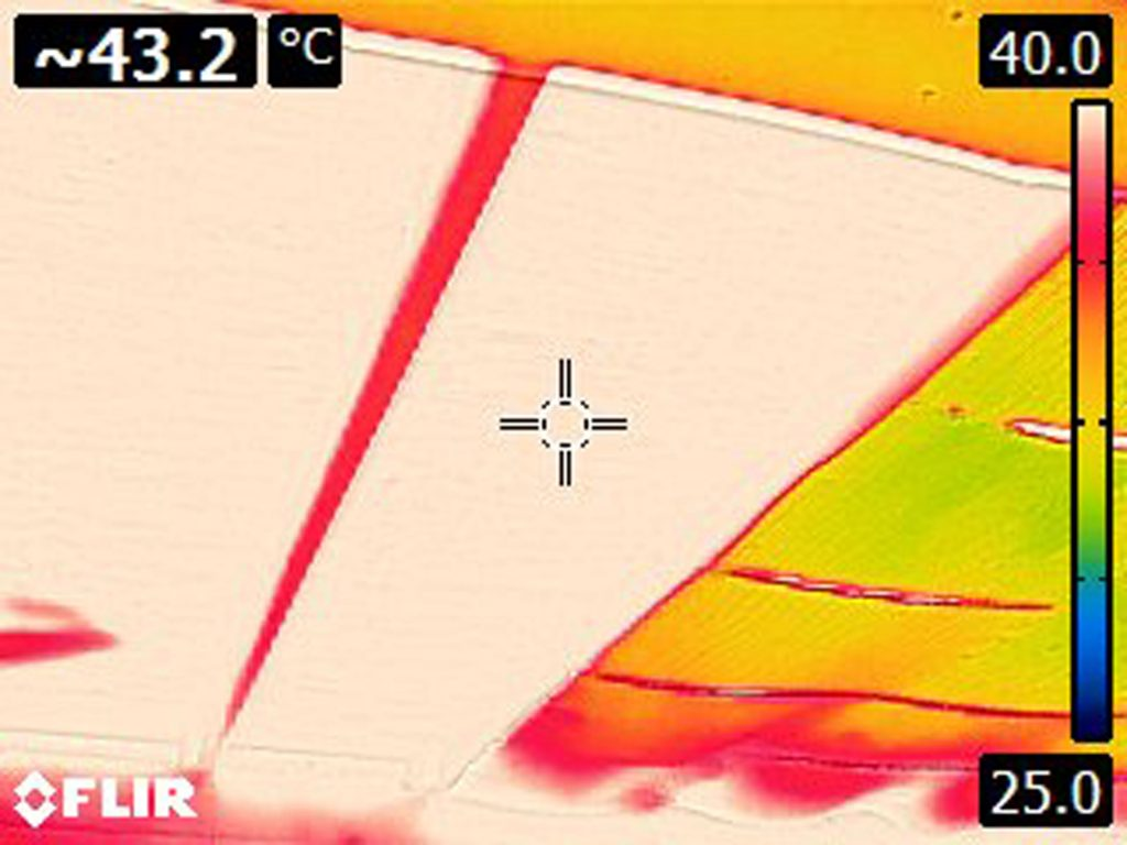 Thermal camera image of carport ceiling registering at 43.2 °C.