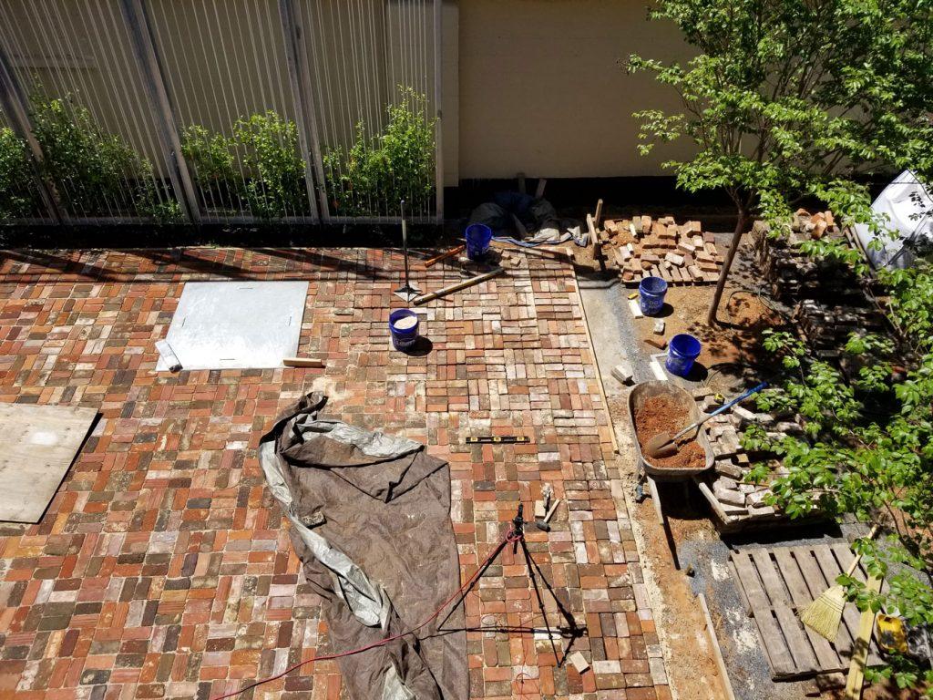 Brick pad corner finished