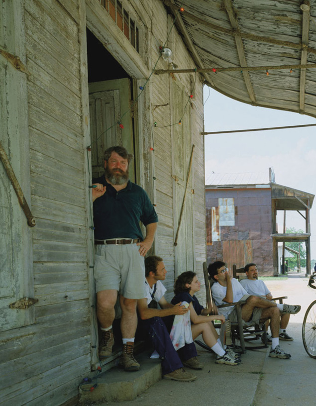 Samuel Mockbee with Rural Studio students
